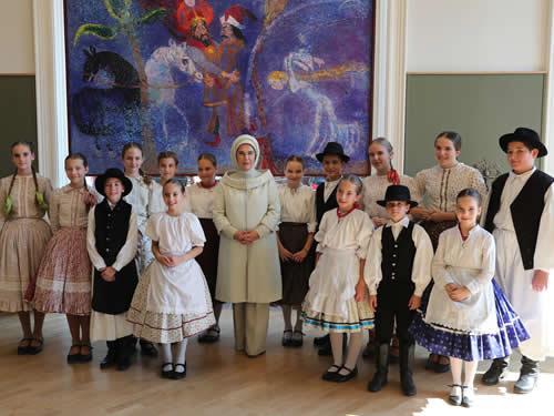 Emine Erdoğan, Macar Kültür Evi'ni ziyaret etti