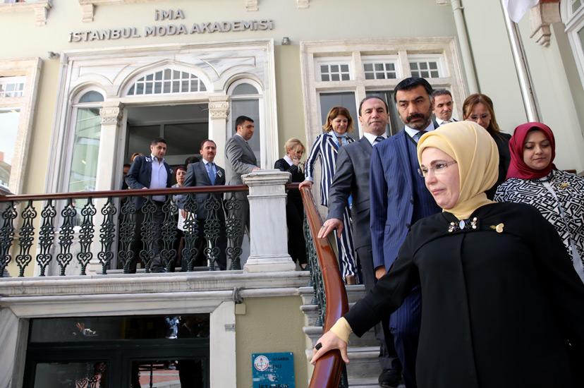 Emine Erdoğan, İzler Sergisi'nin Açılışına Katıldı