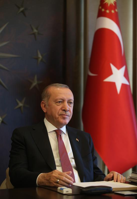 Cumhurbaşkanı Erdoğan, Vefa Sosyal Destek Grupları'nın yardım götürdüğü ailelerle görüştü