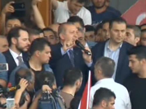 """Cumhurbaşkanı Erdoğan Yüz Binlere Konuştu: """"Cumhurbaşkanı ve Hükûmet Görevdedir; Sokakları Terk Etmeyelim"""""""