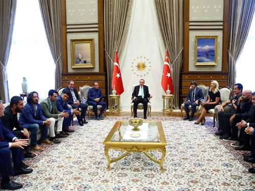 Cumhurbaşkanı Erdoğan, Sanatçı ve Sporcuları Kabul Etti