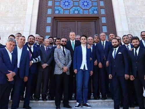 Cumhurbaşkanı Erdoğan, İstanbul Anadolu İmam Hatip Lisesinde İncelemelerde Bulundu