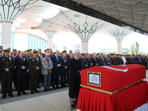 Cumhurbaşkanı Erdoğan, Piyade Yüzbaşı Üçöz'ün Cenaze Törenine Katıldı