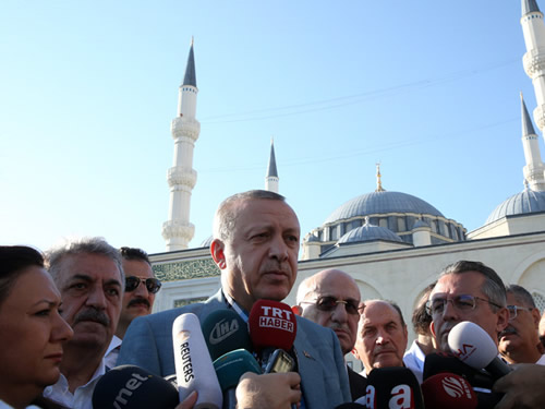 Cumhurbaşkanı Erdoğan, Bayram Namazını İstanbul Mimar Sinan Camii'nde Kıldı