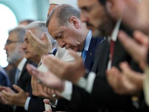 Cumhurbaşkanı Erdoğan, 15 Temmuz Şehitleri İçin Okunan Hatimlerin Dua Merasimine Katıldı