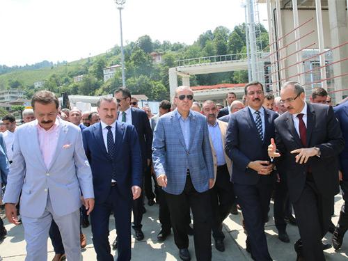 Cumhurbaşkanı Erdoğan, Sarp Gümrük Kapısında İncelemelerde Bulundu