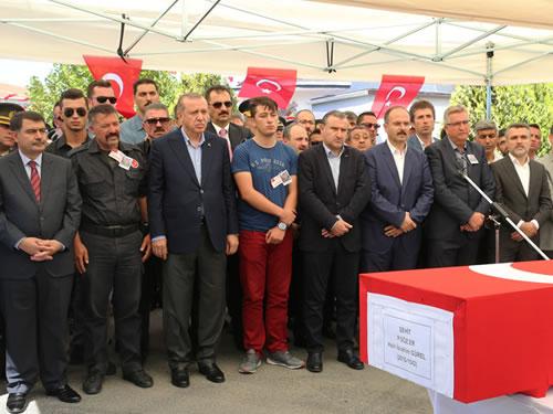 Cumhurbaşkanı Erdoğan, Şehit Er Halil İbrahim Gürel'in Cenaze Törenine Katıldı