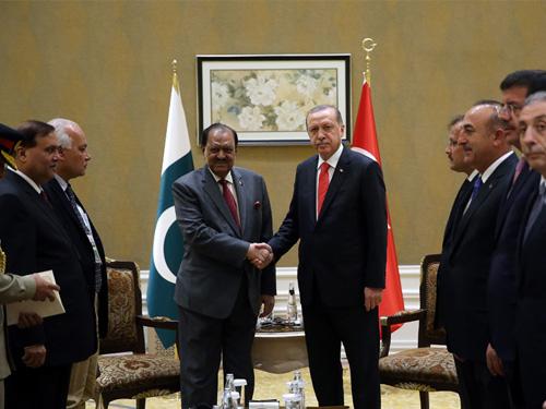 Cumhurbaşkanı Erdoğan, Pakistan Cumhurbaşkanı Hüseyin ile Görüştü
