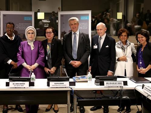 """Emine Erdoğan, """"Mültecilerle Dayanışma: Akdeniz, Afrika ve Myanmar'a Yönelik İnsani Yaklaşımlar"""" Konulu Toplantıya Katıldı"""