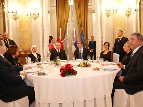 Cumhurbaşkanı Erdoğan, Sırbistan Cumhurbaşkanı Vuçiç'in Verdiği Devlet Yemeğine Katıldı
