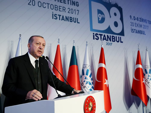 """""""D-8; Adil, Huzurlu ve İstikrarlı Dünya Talebinin Mücessem Hâlidir"""""""