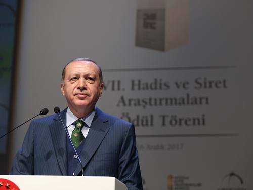 """""""Sünnet ve Siret Olmadan, İslam'ın Yaşanması Mümkün Değildir"""""""