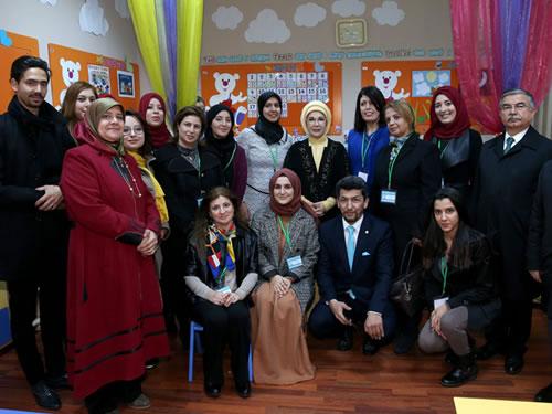 Emine Erdoğan, Tunus'ta Uluslararası Maarif Okulu'nu Ziyaret Etti