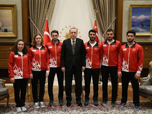 Cumhurbaşkanı Erdoğan, 23. Kış Olimpiyat Oyunları'na Katılacak Millî Sporcuları Kabul Etti