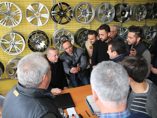 Cumhurbaşkanı Erdoğan, Oto Lastikçi Esnafını Ziyaret Etti