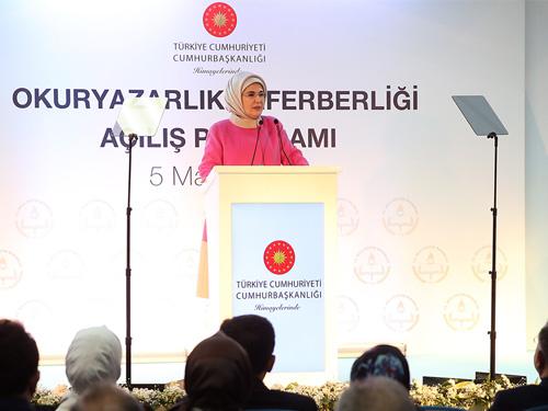 """Emine Erdoğan, """"Okuma-Yazma Seferberliği"""" başlattı"""
