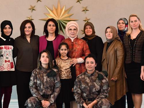 """Emine Erdoğan: """"Vatan bizim evimizdir"""""""