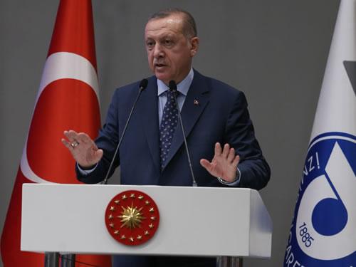 """""""İzmir ideolojik saplantılara kurban edilemeyecek kadar önemli bir şehirdir"""""""