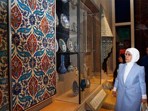 Emine Erdoğan, Victoria Albert Müzesi'ni ziyaret etti