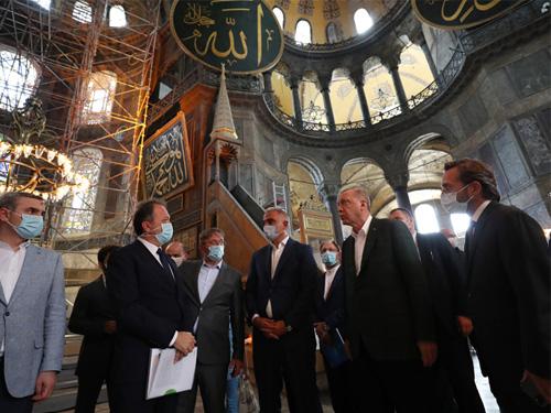 Cumhurbaşkanı Erdoğan, Ayasofya Camii'nde incelemelerde bulundu