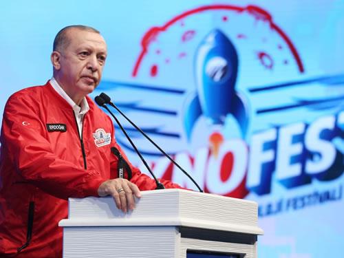 """""""Türkiye'nin hedeflerine ulaşmak için üreten, somut neticelere ulaşan başarılı gençlere ve insanlara ihtiyacı bulunuyor"""""""