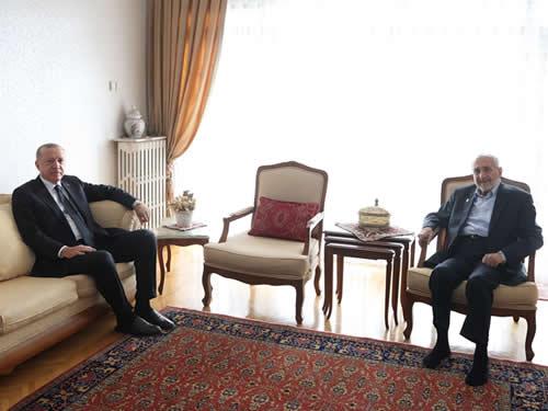 Cumhurbaşkanı Erdoğan, Oğuzhan Asiltürk'ü ziyaret etti